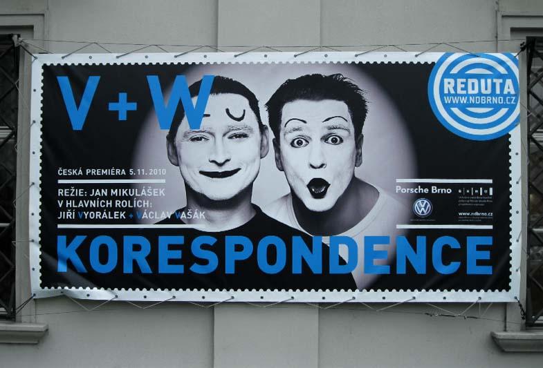 Divadlo Reduta: Korespondence V+W – Board